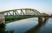 shutterstock_145900721 Komartno bridge day